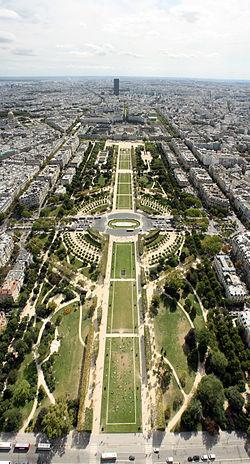 2CV Paris Tour : Visiter Paris en 2CV! Le Champs de Mars