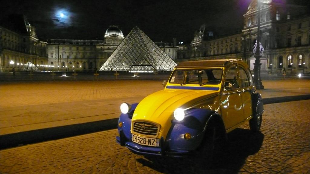 2CVParisTour : Visitez Paris en 2CV - Le Louvre By Night Tour - Paris en 2CV - Paris By Night
