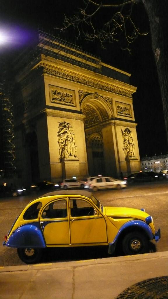 2CVParisTour : Visitez Paris en 2CV! La 2CV et l'Arc de Triomphe