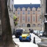 2CVParisTour : Visitez Paris en 2CV! Arrivée Place Furstenberg