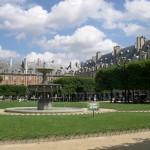2CVParisTour : Visiter Paris en 2CV! La Place des Vosges